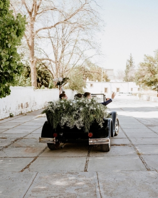 This picture is important because if I am not mistaken is the only time this old car moved a few inches 🤣  None the less it looks cool, right? 👌 Wedding Planner: @fernandatrevinoeventos Video: @guillesoriano . . . . . #weddingstories #intimatewedding #destinationweddingparras #elopementphotographer #shesaidyes #engaged #theknot #ido #bridetobe #fotografodeboda #wedding #boda #weddingphotography #junebugvendor #parrasdelafuente #carroviejo #carcachita #carcacha #fotografodebodas #fotografodebodasmonterrey #weddinginspiration #fotografodebodas #weddingphotographers #destinationweddingphotographer #destinationweddingphotography #destinationwedding #pictime-us #fotografodebodasmexico #weddingstoryteller