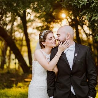 That light!!! I had the opportunity to share the spot with my good friend @alanfloresfoto and we had a blast. WP: @cronogramamx  . . . . . #lightmagic #sunsetmagic #epicsunset #goldenhour #weddingcouple #weddinggoals❤ #brideandgroom #golden #picoftheday #mariotijerinaphotography #weddingphotographer #intimateweddings #love #shesaidyes #ido #junebugvendor #cascadepresets #fridaenamorada #visualstoryteller #weddingstoryteller #fotografodebodasmexico #fotografodebodas #mexicoweddingphotographer #kiss #tulumweddings #sanmiguelweddingphotographer #destinationweddingsmexico #guadalajaraweddingphotographer #ikaan #outdoorwedding