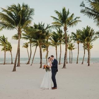 Take me back to the beach! WP: @911dess  MakeUp: @kikamakeup_hair  . . . . . #weddinginspiration #weddingphotos #creativewedding #brideandgroom #groom #weddingplanner #bestweddingphotographers  #weddingdresses #destinationweddings #topweddingplanners #realwedding #weddingdetails #beachwedding #rivierweddings #cancunwedding #cancunphotographer #rivieramayawedding #tulumwedding #bodascancun #junebugvendor #destinationweddingplanners #palmsandocean #sunsetmood #intimateweddingphotographer #intimateweddings #mexicoweddingphotographer #luxurywedding #bodadestino #tulumweddingphotographer #tulumweddings